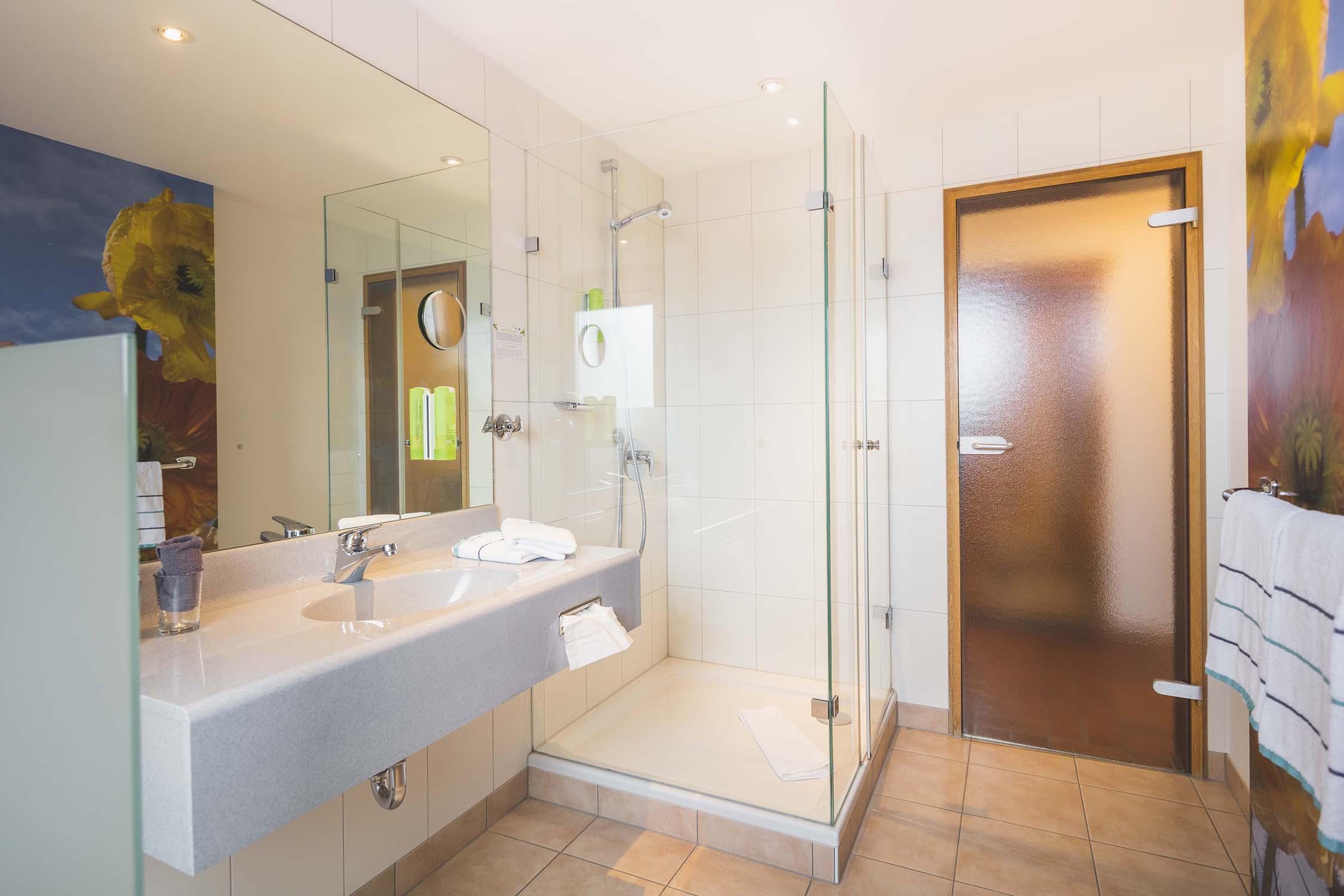 Fränkisches Burgzimmer Hotel Erlangen inspiriert von den Höhlen und Burgen der fränkischen Schweiz